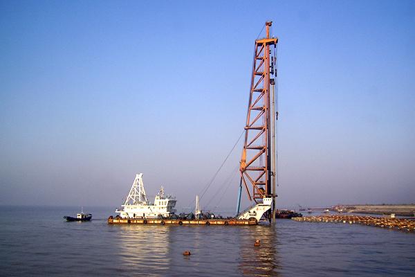 華測海上打樁定位系統解決方案,高精度海上打樁船定樁方案,遠海打樁工程的定位及沉樁監測