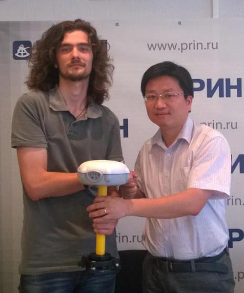 JSC PRIN技术工程师与华测产品经理Henry一起测试华测RTK产品