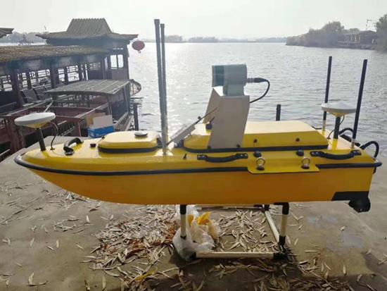将多波束測深系統換能器(内置GNSS慣導)内嵌于無人船底部凹槽處,三維激光掃描儀放置于無人船專用支架上