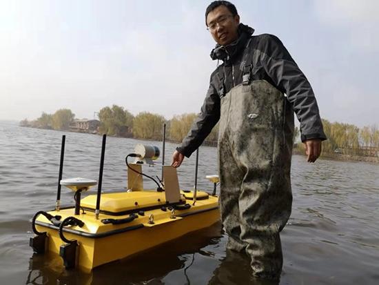 無人船搭載三維激光掃描儀和多波束等儀器下水了