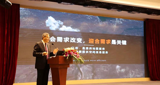 华测导航董事长赵延平作《效率驱动转型》的报告